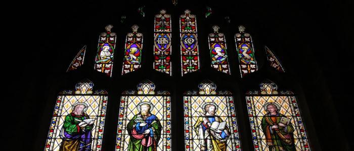 glas-in-lood raam met de 4 evangelisten