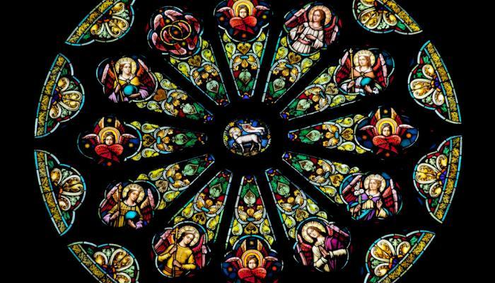 glas-in-lood raam met lam van God