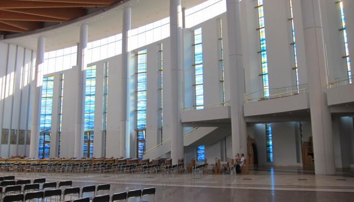 modern interieur in een kerk